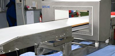 Gurt-Förderer gemuldet mit Metalldetektor