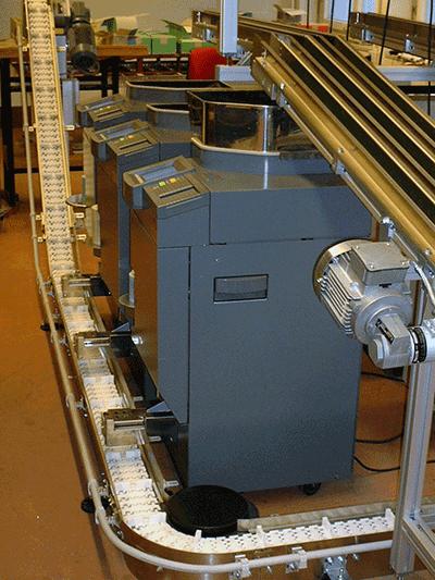 Münztransport mit FlexLink und Gurtförderer Typ 45